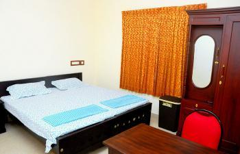 ROOMS AVAILABLE (Deluxe Double)